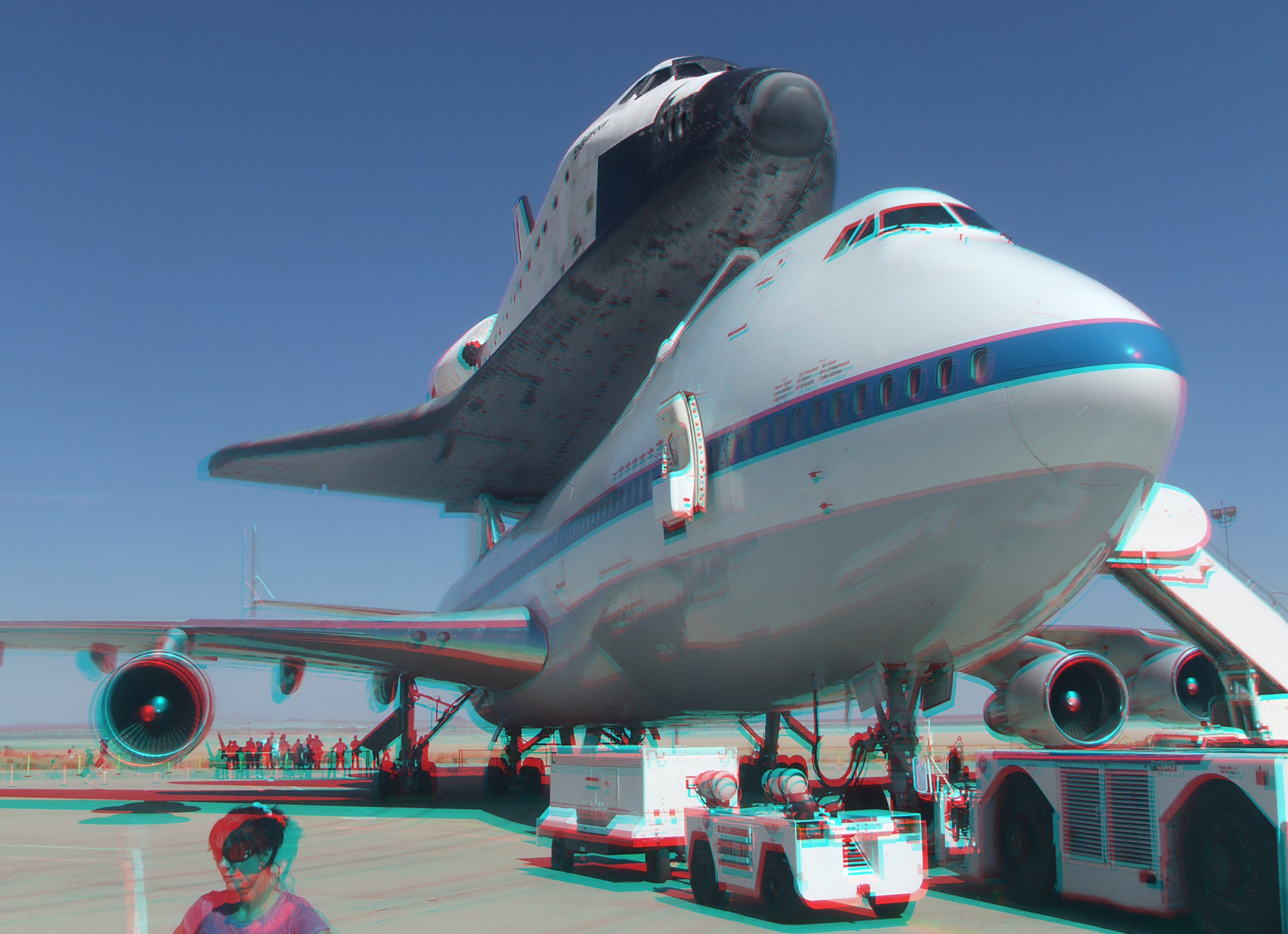 3D Anaglyph of Space Shuttle Endeavour at Edwards Air