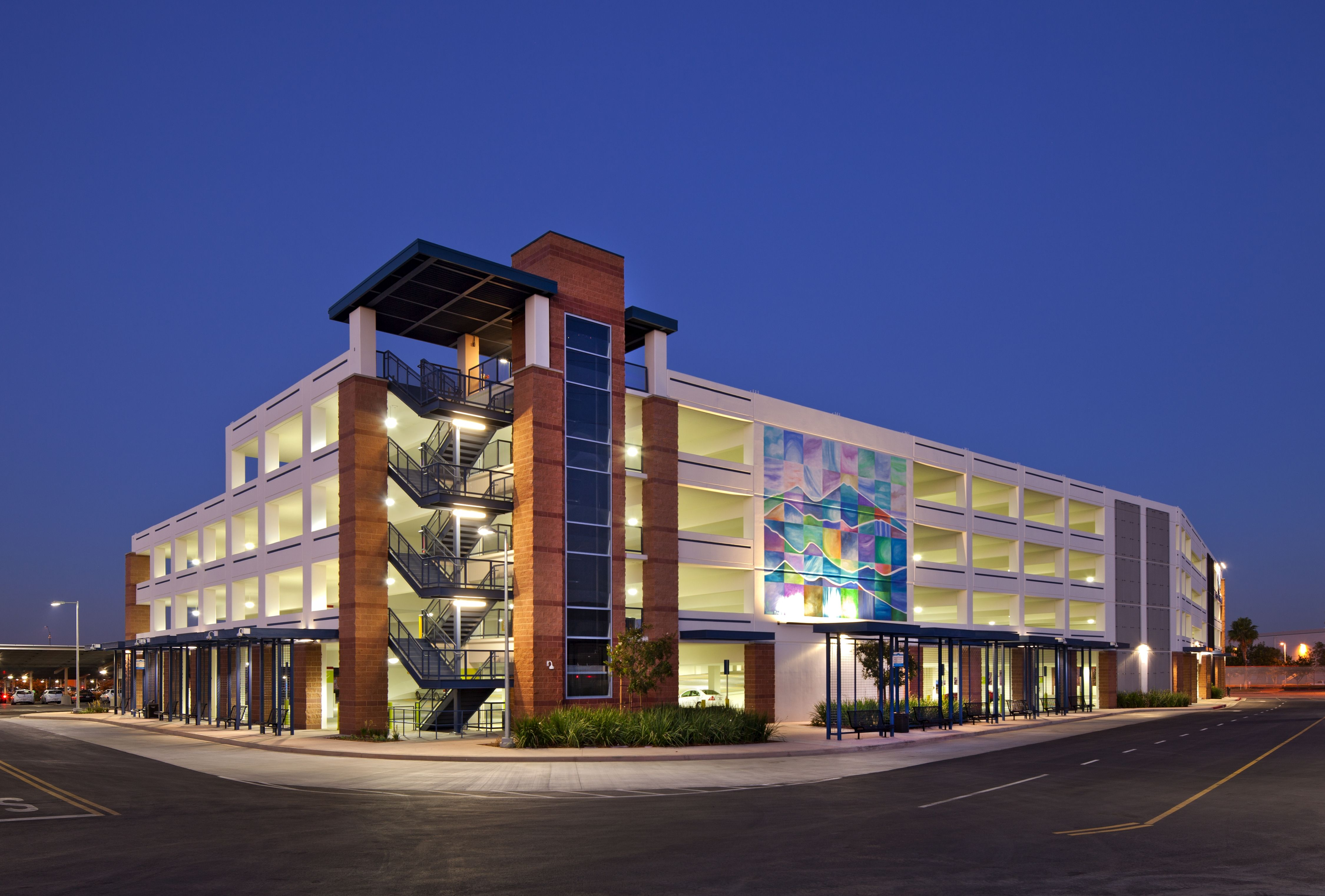 Parking Structures With Retail On The First Floor Google Search Otopark