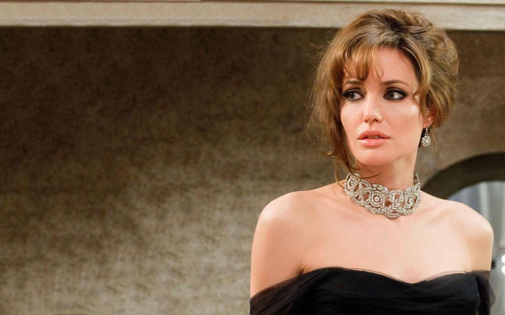 Angelina Jolie Jeweled Collar With Images Angelina Jolie