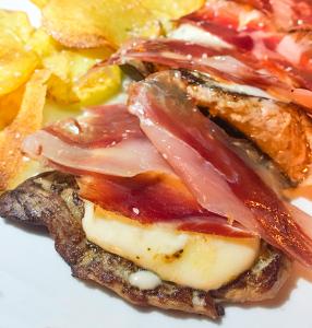 Presa de cerdo ibérico con #tortadelcasar y #jamoniberico #JamónLovers #recetas #receta #recetasjamon #jamon #foodies #foodporn #yum #cerdoiberico #jamón