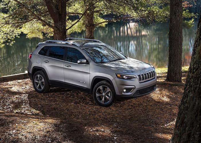 2019 Jeep Cherokee Vs 2018 Toyota Rav4 Jeep Cherokee Chrysler