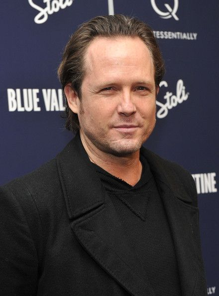 dean winters height