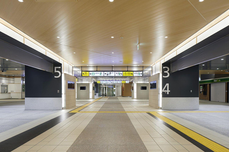 新潟市の連続立体交差事業に伴い高架化する新しいjr新潟駅のコンコース