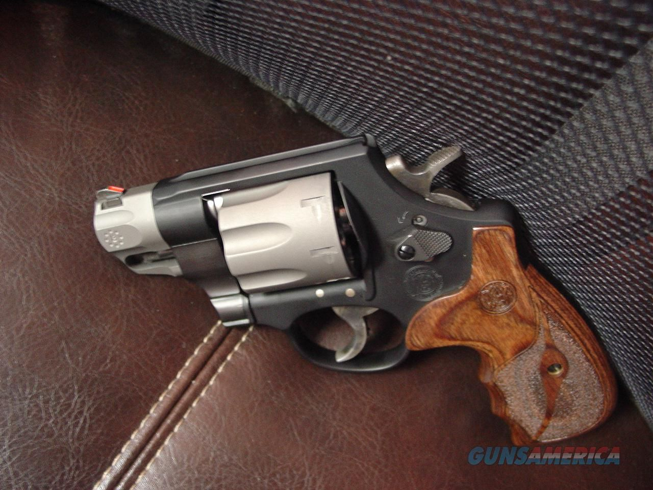 Smith & Wesson Model M 327 .357 magnum 8 shots. Super light ...