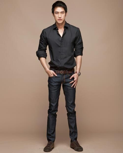 I love black shirt :D