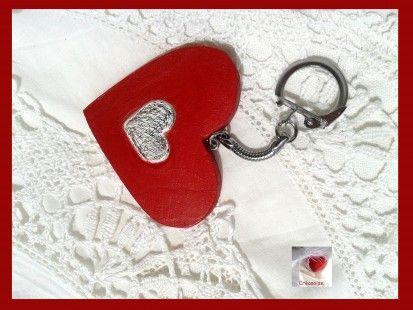 Porte clefs en forme de coeur en bois, déco inclusion coeur métal