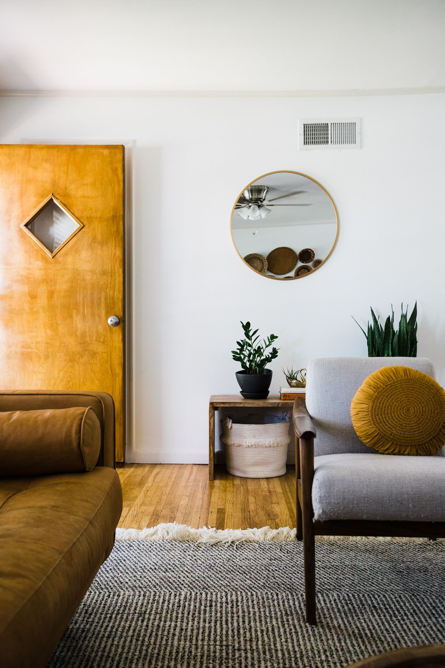 Midwest Home Tour An Earthy Modern Abode Retro Den Vintage Furniture And Homewares Home Decor Bedroom Earthy Home Decor Home Interior Design [ 2250 x 1500 Pixel ]