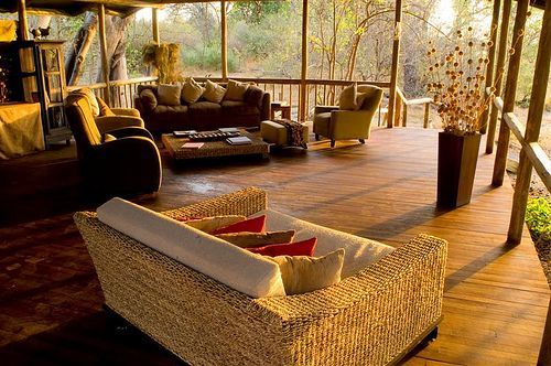The African Accents to Decorate Your Home living-room-African-style