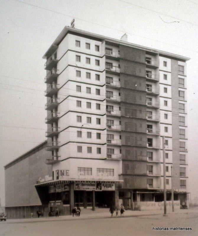 El edificio del cine San Blas. Abril de 1964.