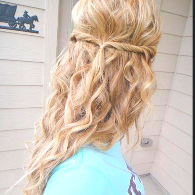 Pin By Alyssa Whalen On Cute And Simple Hairstyles Hair Styles Hair Curly Hair Styles