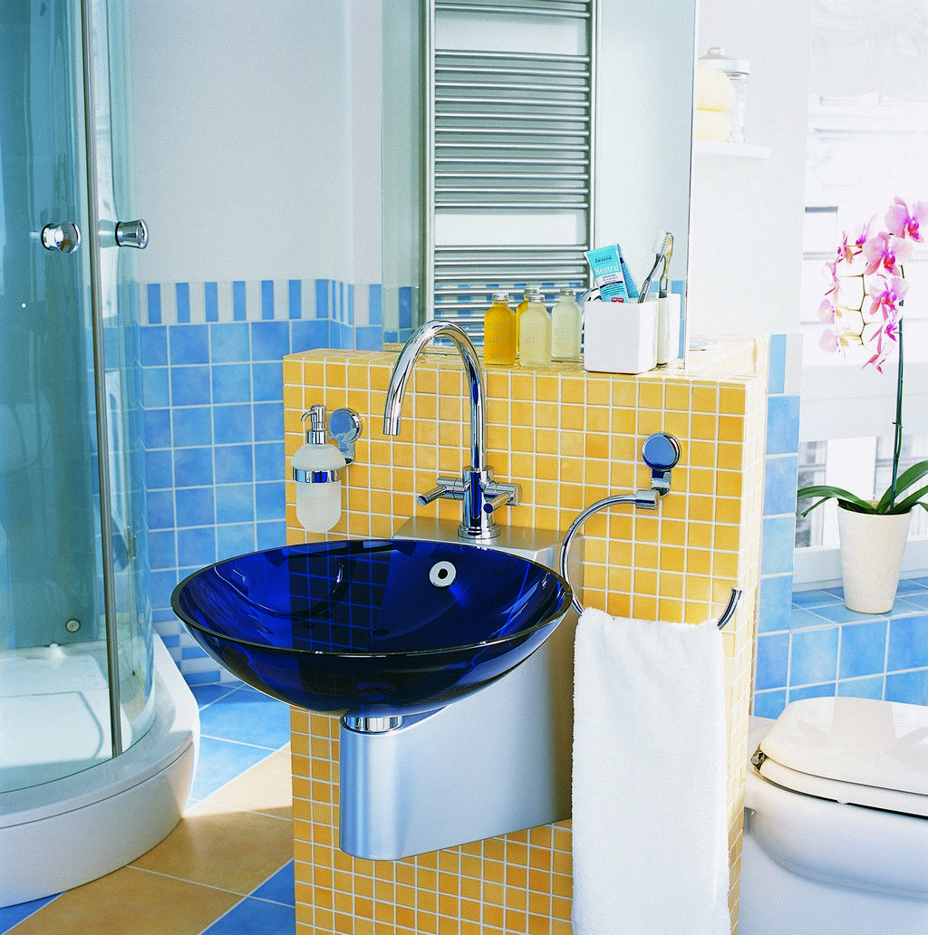 Charmant Marvelous Kids Bathroom Design With Cool Blue Washbasin And Cool Toilet  Also Shower Space With Glass