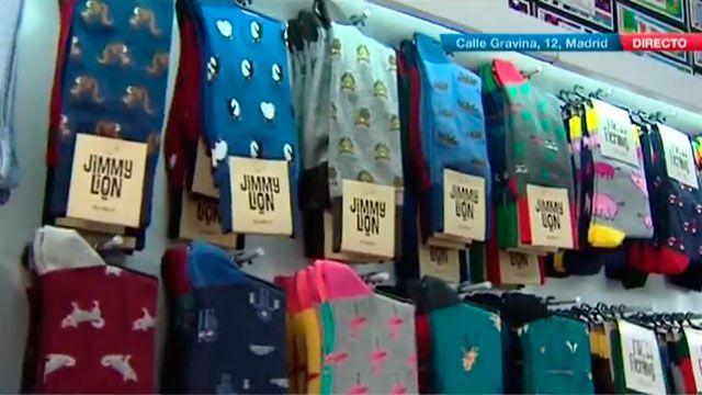 Si buscas calcetines, tu lugar es Socks Market. Una pequeña tienda en la calle Gravina, 12, junto a la Plaza de Chueca en la que se pueden encontrar todo tipo de calcetines. De colores, para llev...