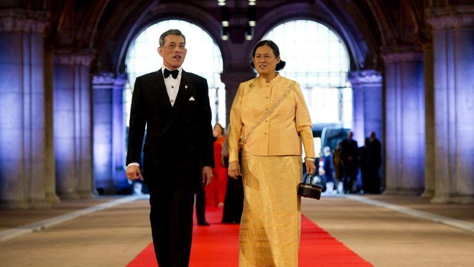 El príncipe Maha Vajiralongkorn y la princesa Prinses Maha Chakri Sirindhorn de Tailandia