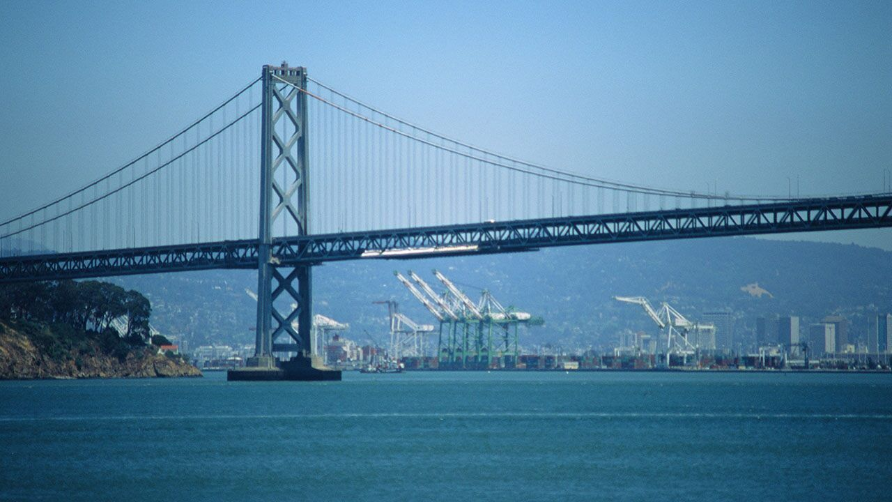 San Francisco Oakland Bay Bridge Clogged By Protest Caravan For Indian Farmers Bay Bridge Bay Bridge San Francisco San