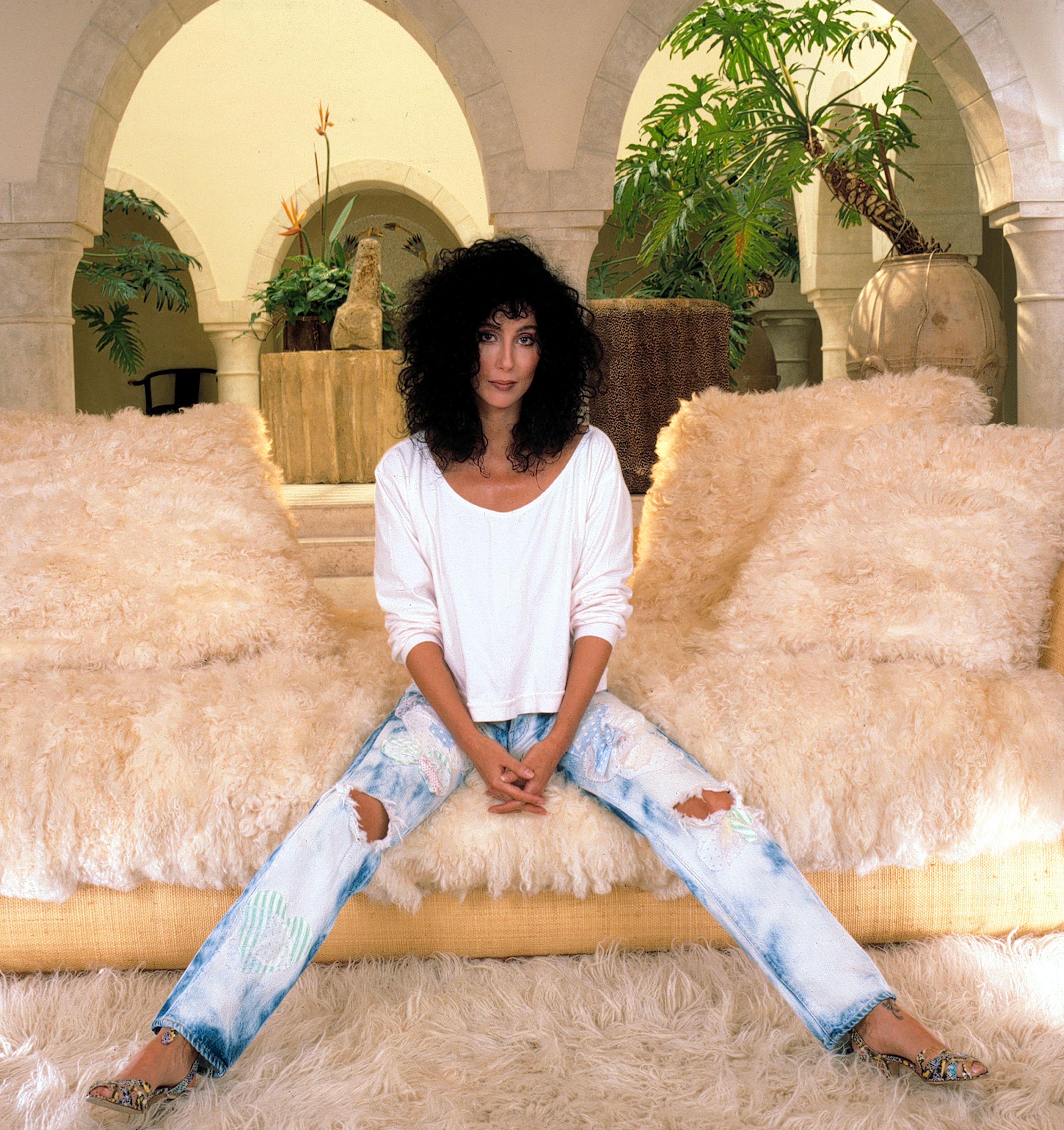 Resultado de imagen para Cher washed jeans 1990 look