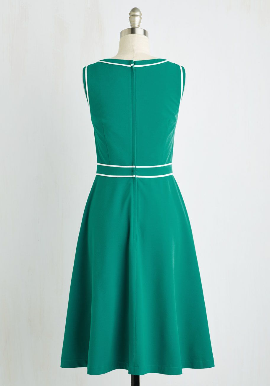 Roving Reporter Dress in Jade. From wayfaring journalist to wondrous fashionista, this jade green dress exudes your expertise across the board. #green #modcloth