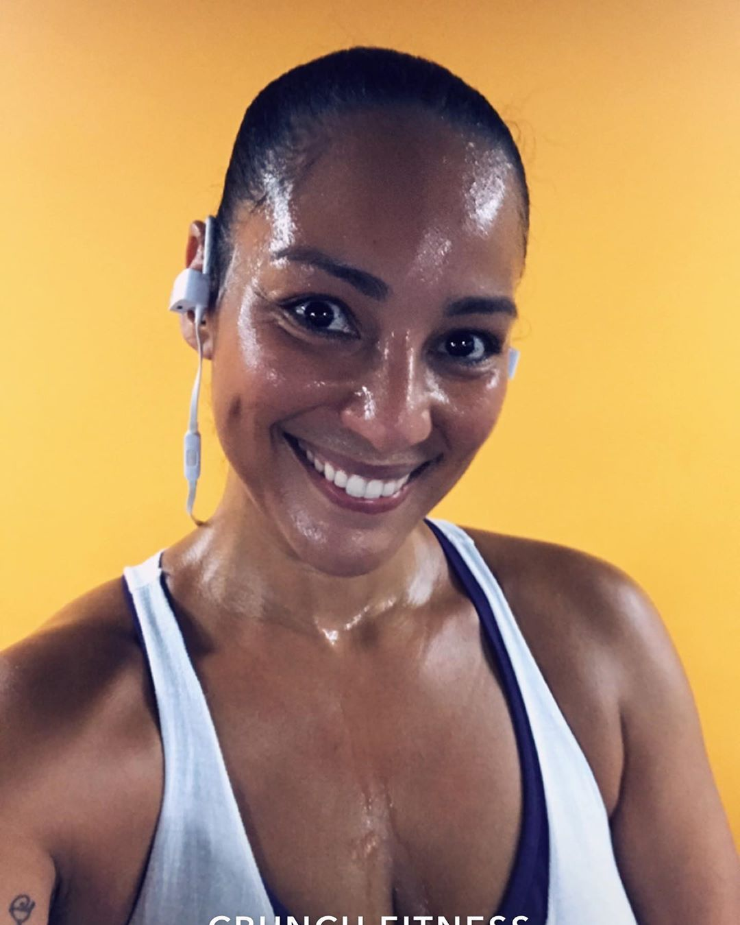 #swipeleft It's not supposed to look pretty!! I love a good sweat 💦 💦! Put in the work on #legday. 1...