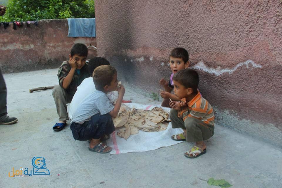 خبز يابس هو طعامهم وهم أفضل حظا من غيرهم هذا ما جزء مما فعله بشار الأسد بأطفالنا سوريا اللاذقية جبل التركمان Photo Insta Pic Couple Photos