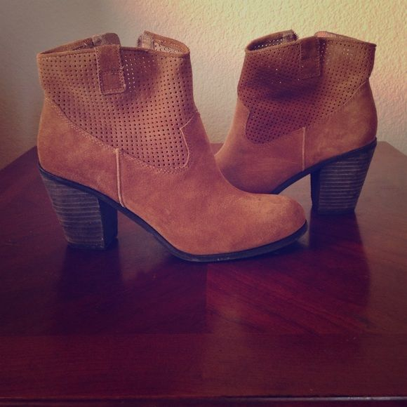"""Selling this """"Tan booties"""" in my Poshmark closet! My username is: whitz98. #shopmycloset #poshmark #fashion #shopping #style #forsale #Vince Camuto #Shoes"""