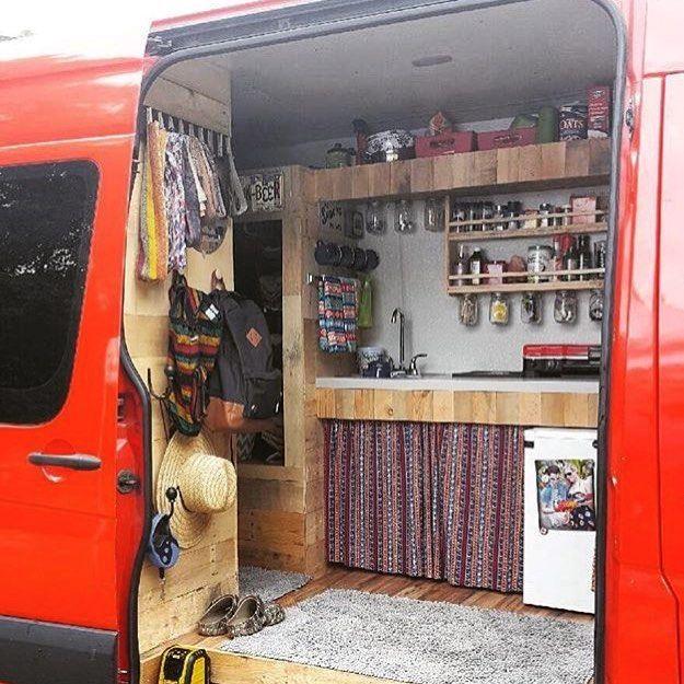 Camping Küche Ideen: Garderobe Und Vorhang