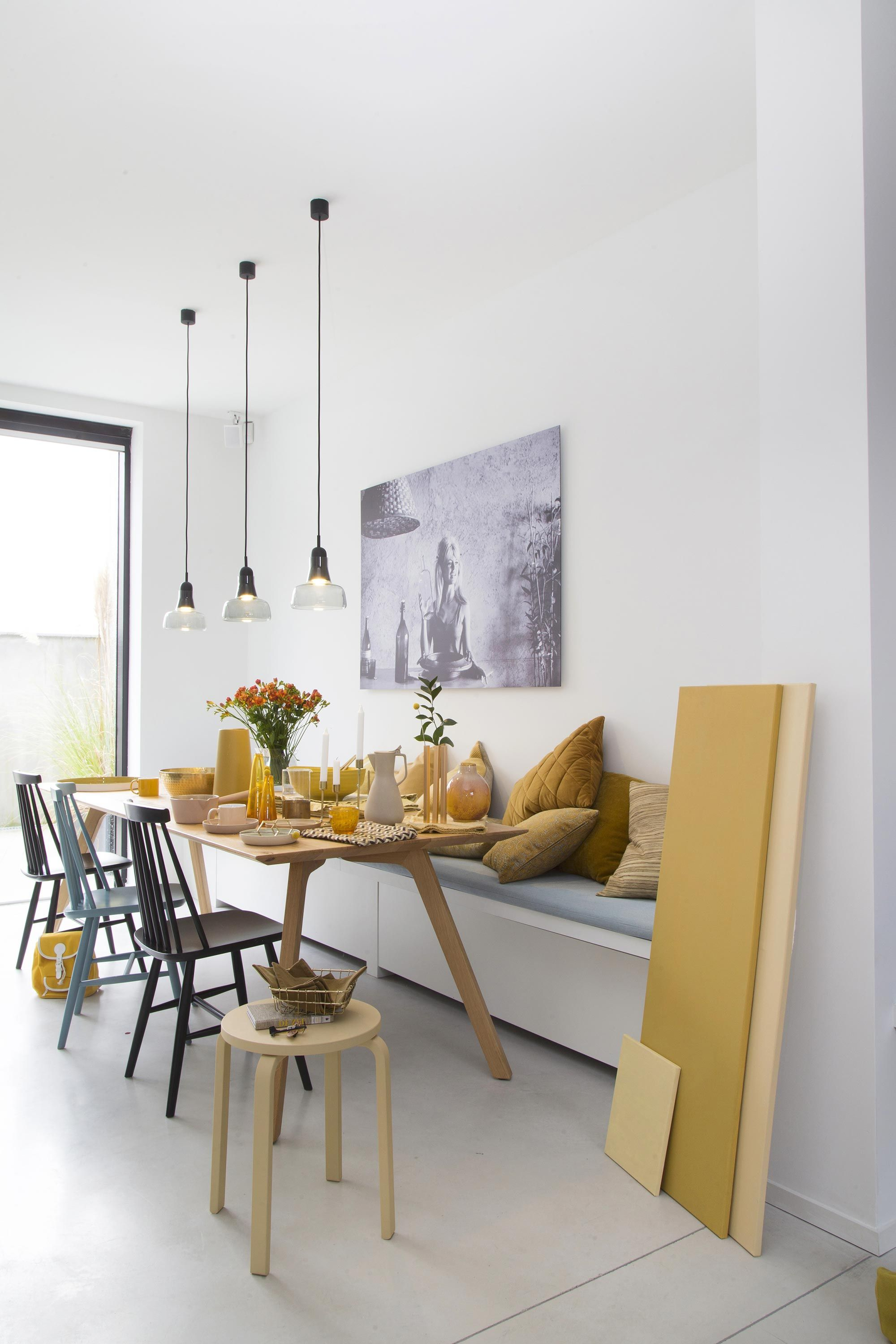 Modern Eetkamer Bank.Spend All Your Time At This Modern And Sophisticated Dining Room