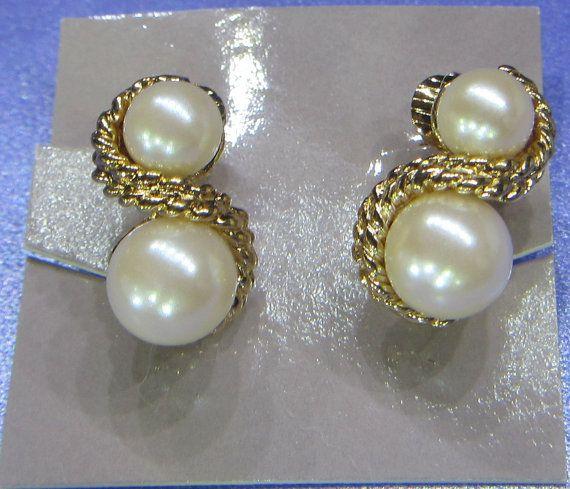 Vintage Jewelry Avon 1991 Classic Twist Earrings with original box