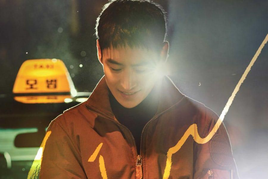 "Lee Je Hoon Is Ready To Take The Law Into His Own Hands For Posters Of Upcoming Drama ""Taxi Driver"""