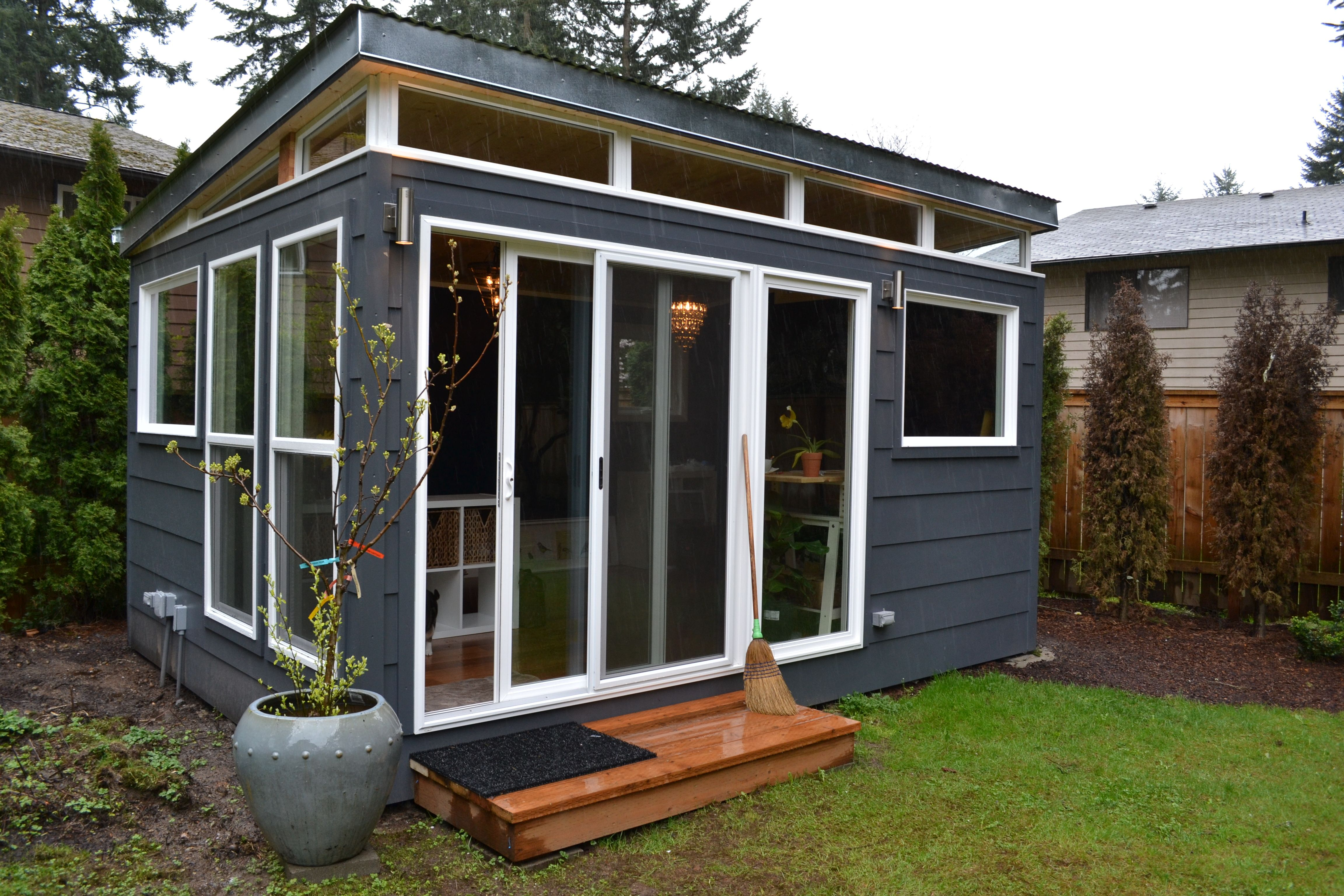 Etonnant #Modern Shed Home Office With #deepspace Paint From #BenjaminMoore