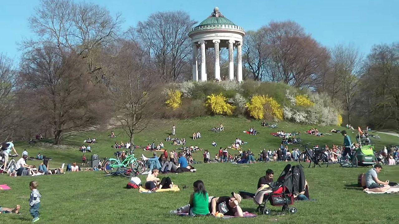 Fruhling Im Englischen Garten Munchen Youtube Park Travel Dolores Park