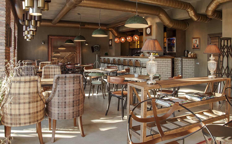 decoración de restaurantes con muebles estilo industrial