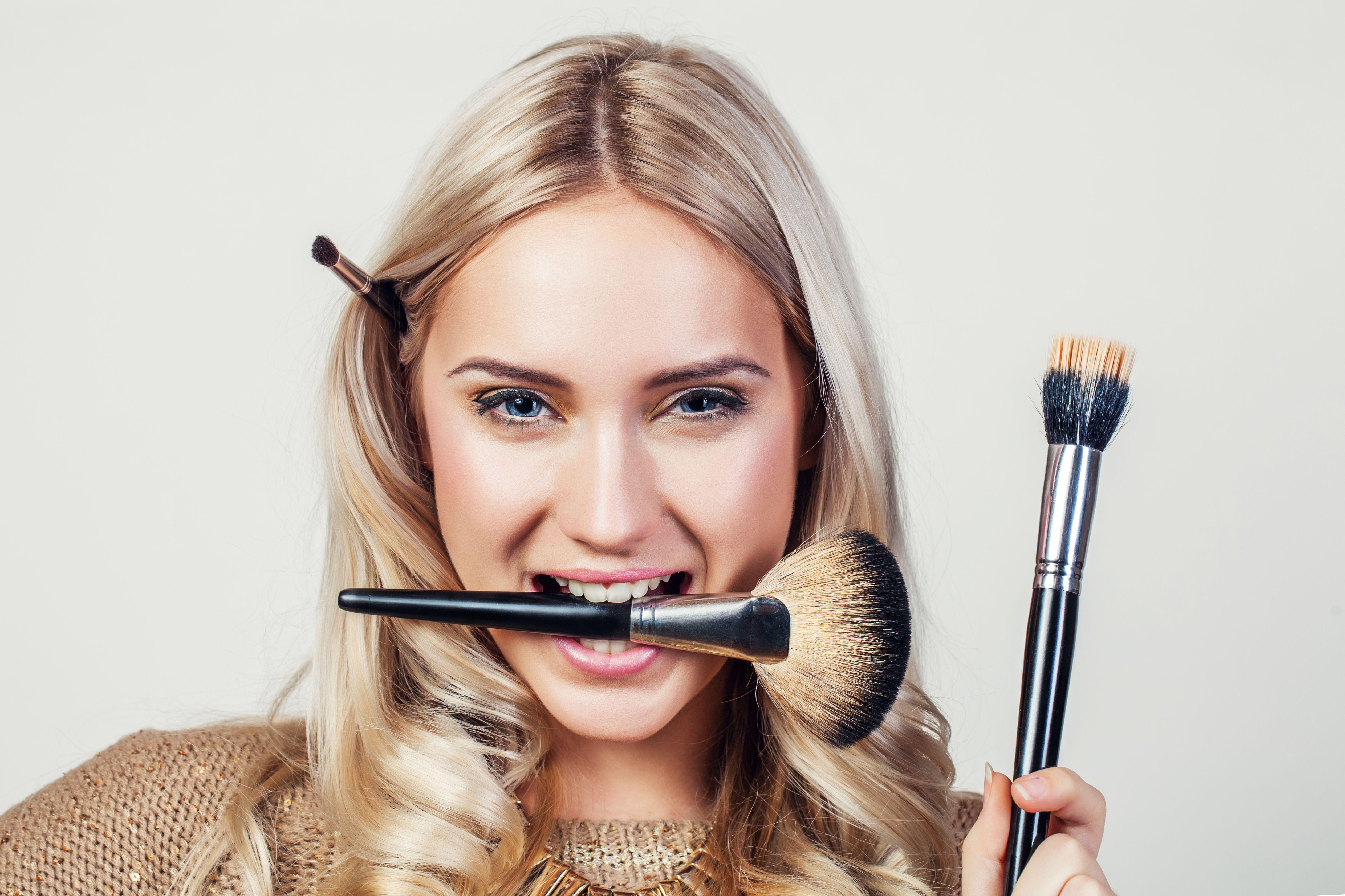 5 Tiktok Beauty Tutorials To Try While Social Distancing Freelance Makeup Artist Kit Makeup Artist Kit Makeup Brushes