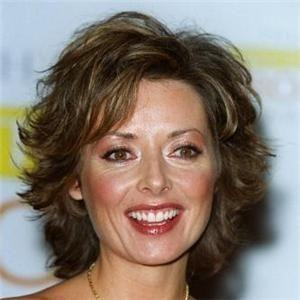 haircuts for in 40s eventnews carol vorderman hairstyles 5209