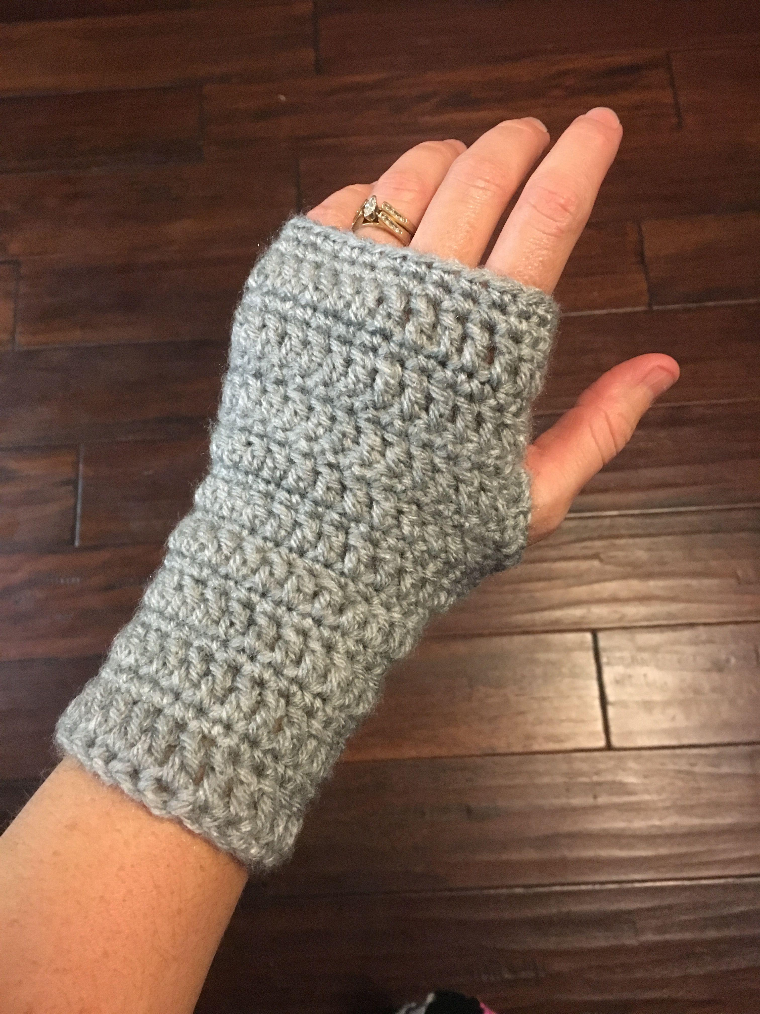 Simple Crochet Wrist Warmers   Wrist warmers, Fingerless gloves and ...