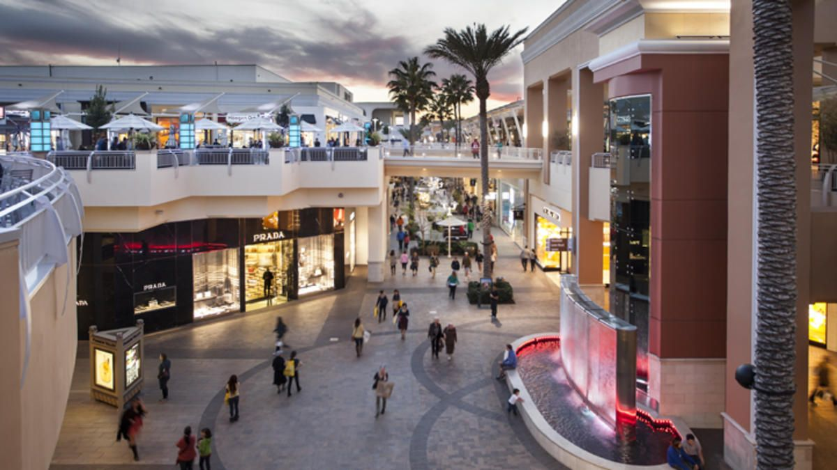 Fashion Valley Mall San Diego Fashion Valley Is A Different Story It S A Multi Level Outdoor Mall With All Of M San Diego Shopping San Diego Mall Food Court