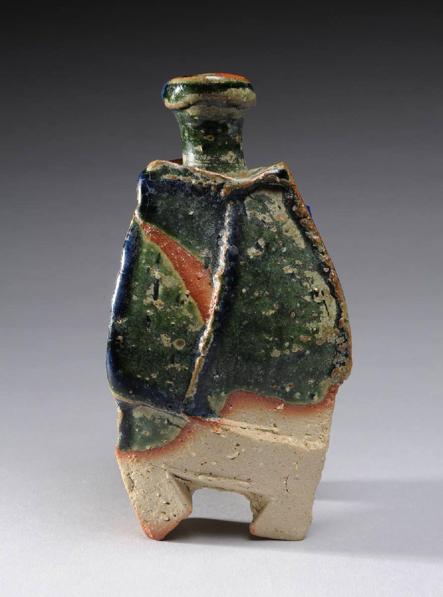 Artist: Ryuichi Kakurezaki, Title: Sake Bottle Oribe