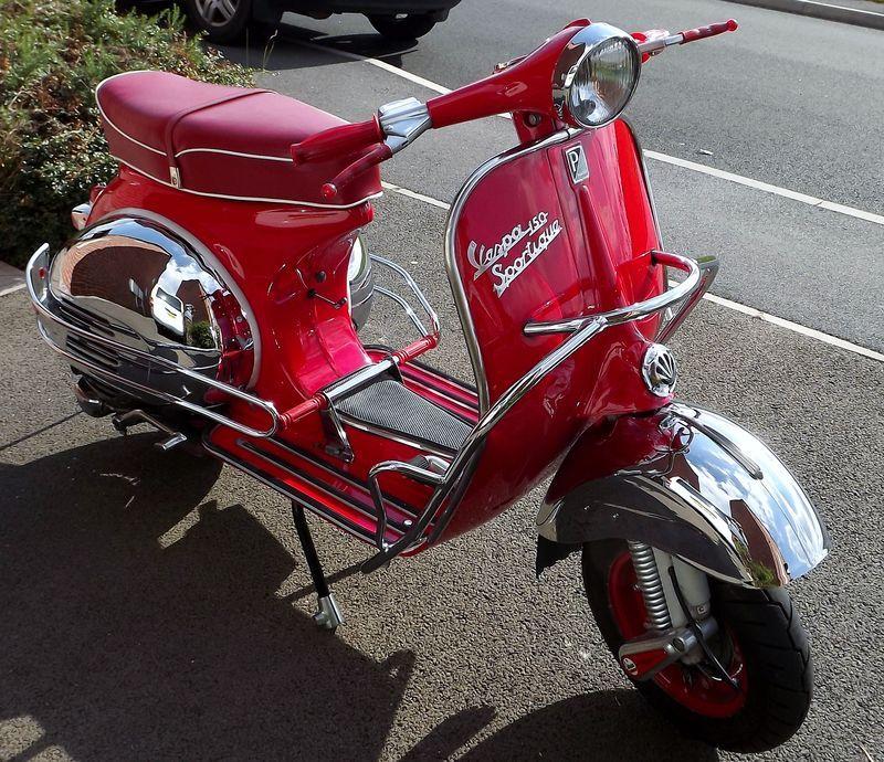 Modern Vespa : Fancy a kickstart and handshift in 2011