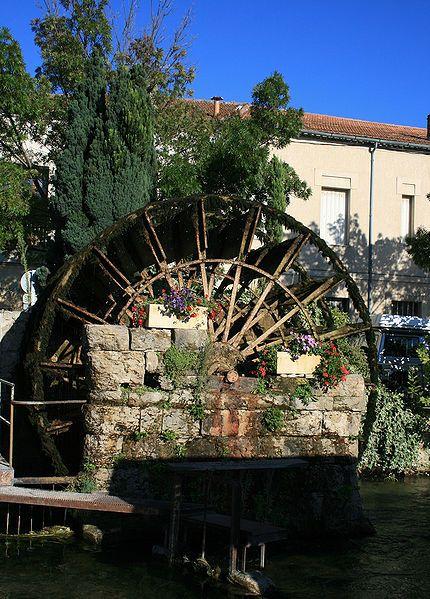 File:ISLE-sur-la-SORGUE roue-a-aube.jpg