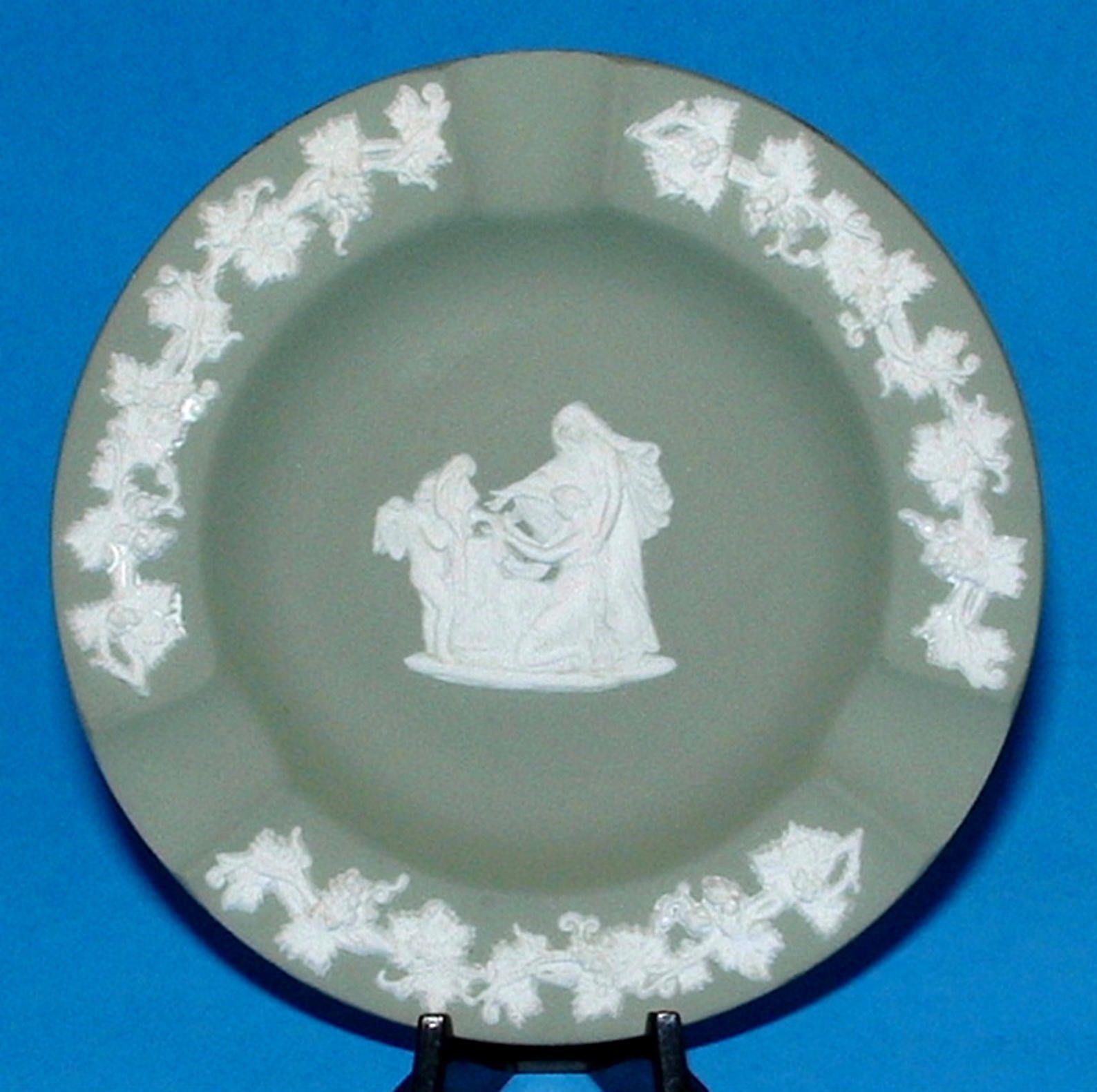4 Pieces Wedgewood England Small Dish /& Ash Trays Jasperware Chariot