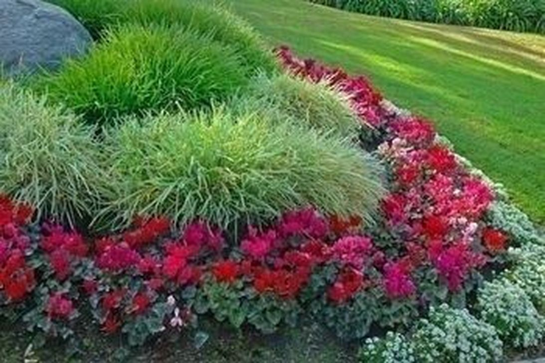 34 beautiful flower beds in front of house design ideas