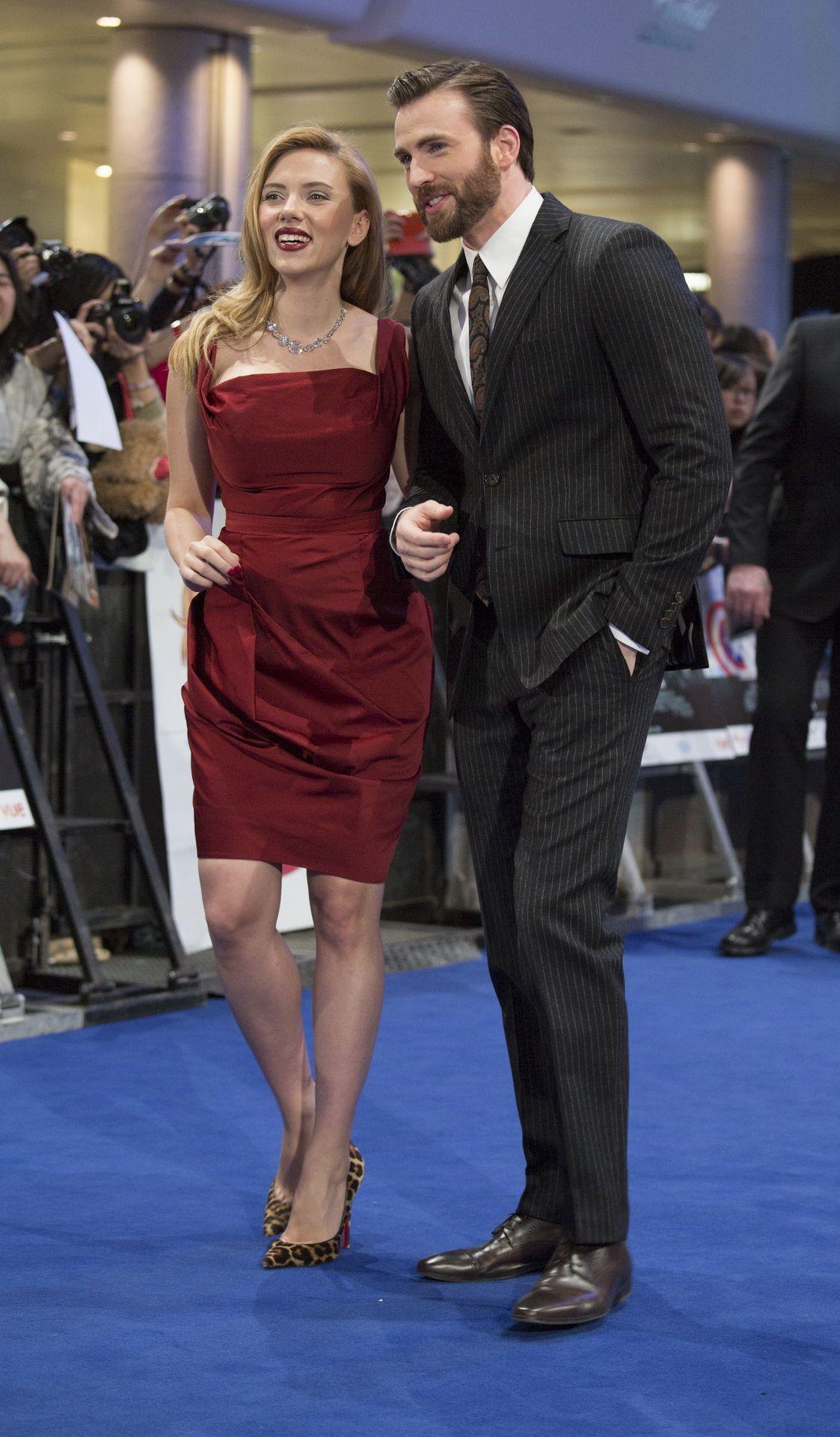 It S All About Chris Evans Tws Uk Premiere Chris Evans Scarlett Johansson Chris Evans Chris Evans Captain America