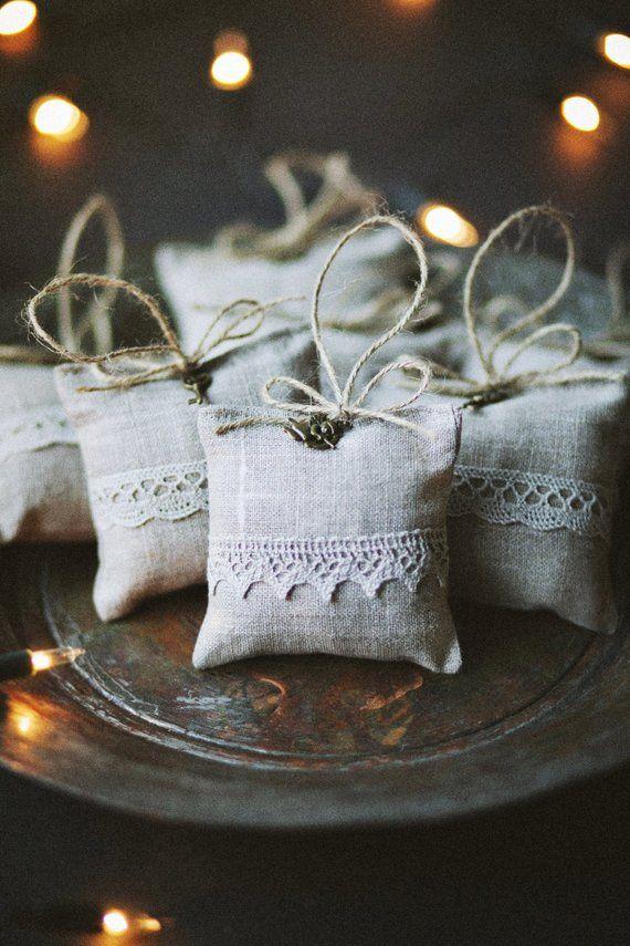 OFERTA 25% DE DESCUENTO / Bolsa de lavanda de lino con ángel y encaje / Bolsa de lavanda gris claro / Regalo de Navidad / Bolsa de lavanda / Regalo de Navidad /