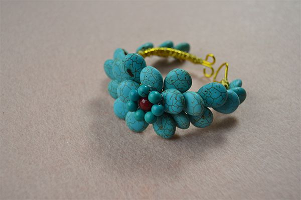 How to Make a Turquoise Beaded Daisy Flower Wire Cuff Bracelet  #Wire #Jewelry #Tutorials