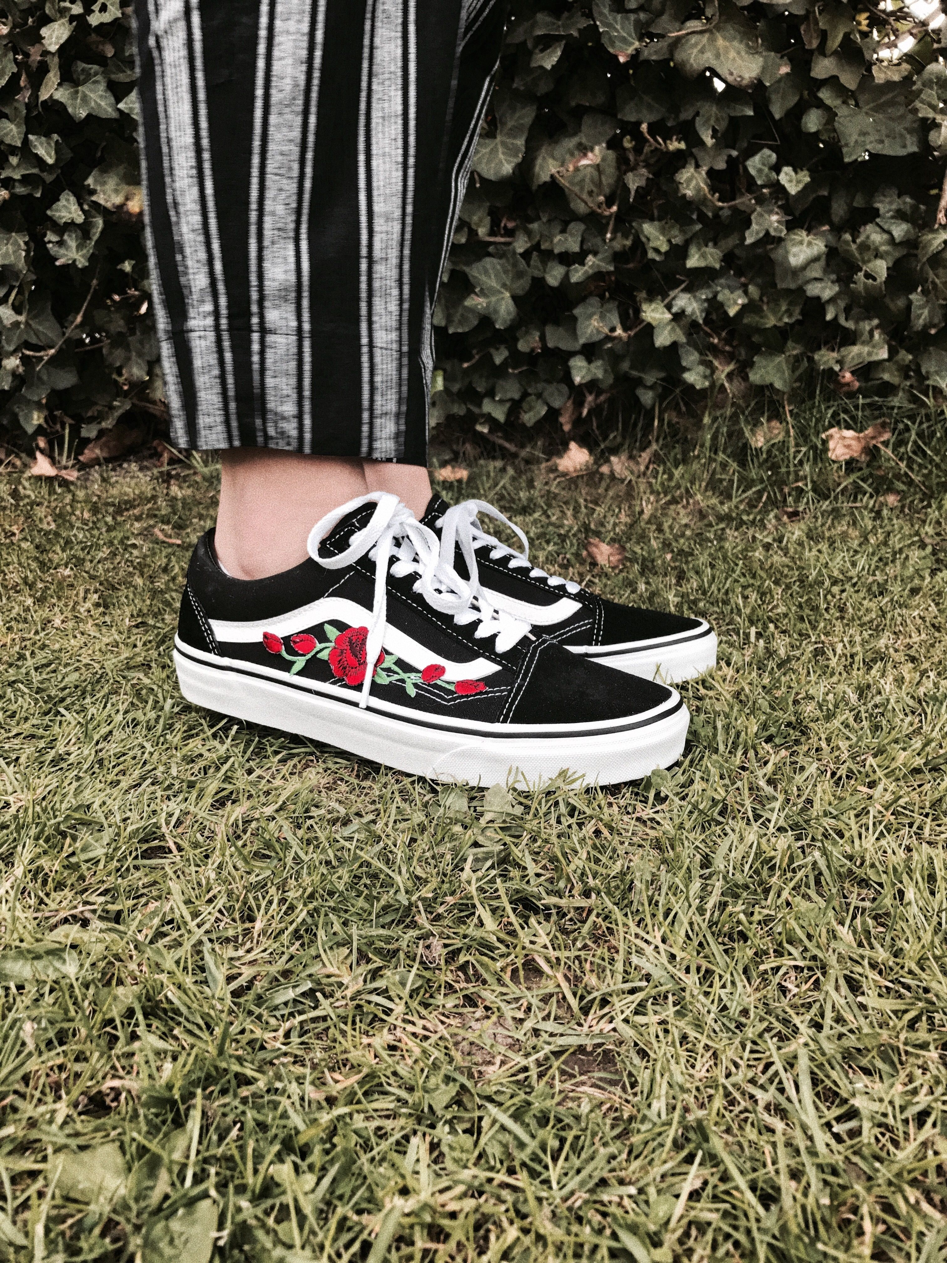 06500430926 vans with roses ✯ | kicks in 2019 | Cool vans shoes, Custom vans ...