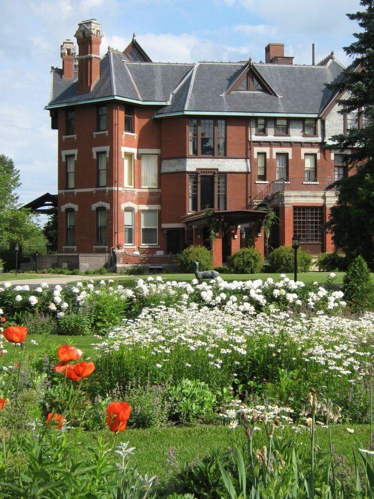 520f7546bd3debb654c7493d7d5a3f75 - Who Owns The Gardens Of Cedar Rapids