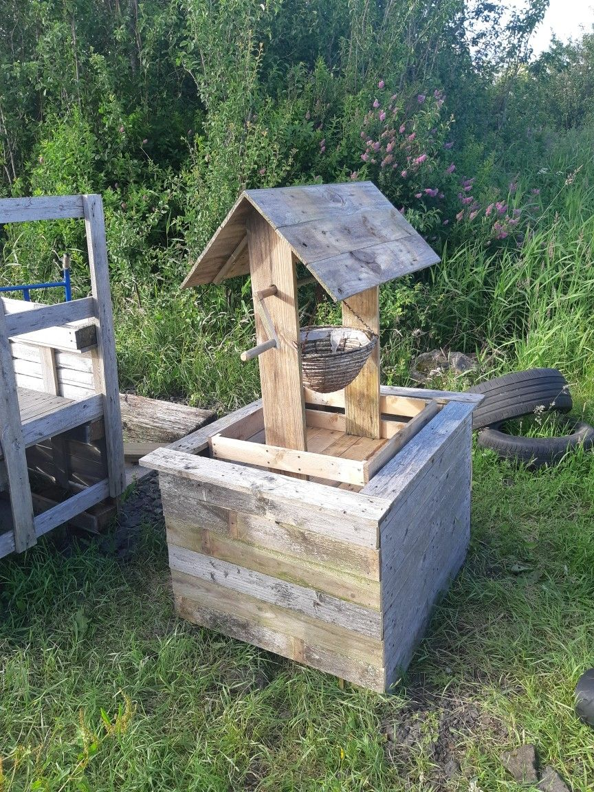 Pallet wishing well. Septic tank cover. in 2020 Septic