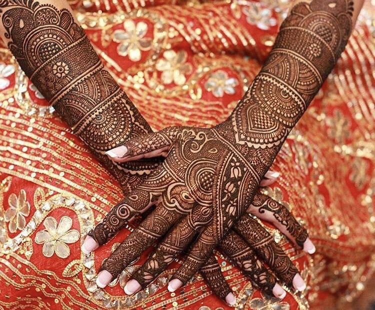 Mehndi Hands Bridal : When your mehndi is on point you need a photo like this in