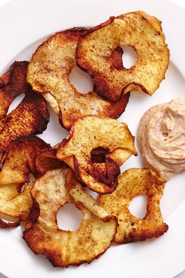 Make These Easy Air-Fried Cinnamon Apple Chips With Almond Yogurt Dip #applechips