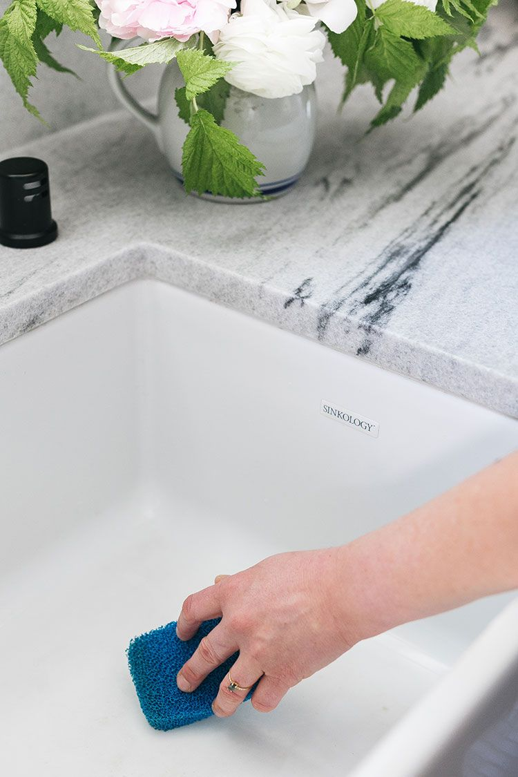 My Best Tips about How to Care for a Farmhouse Sink @sinkology #ad #showusyoursink #farmhousesink #kitchenrenovation #fixerupper #modernsink #fireclaysink #fireclay