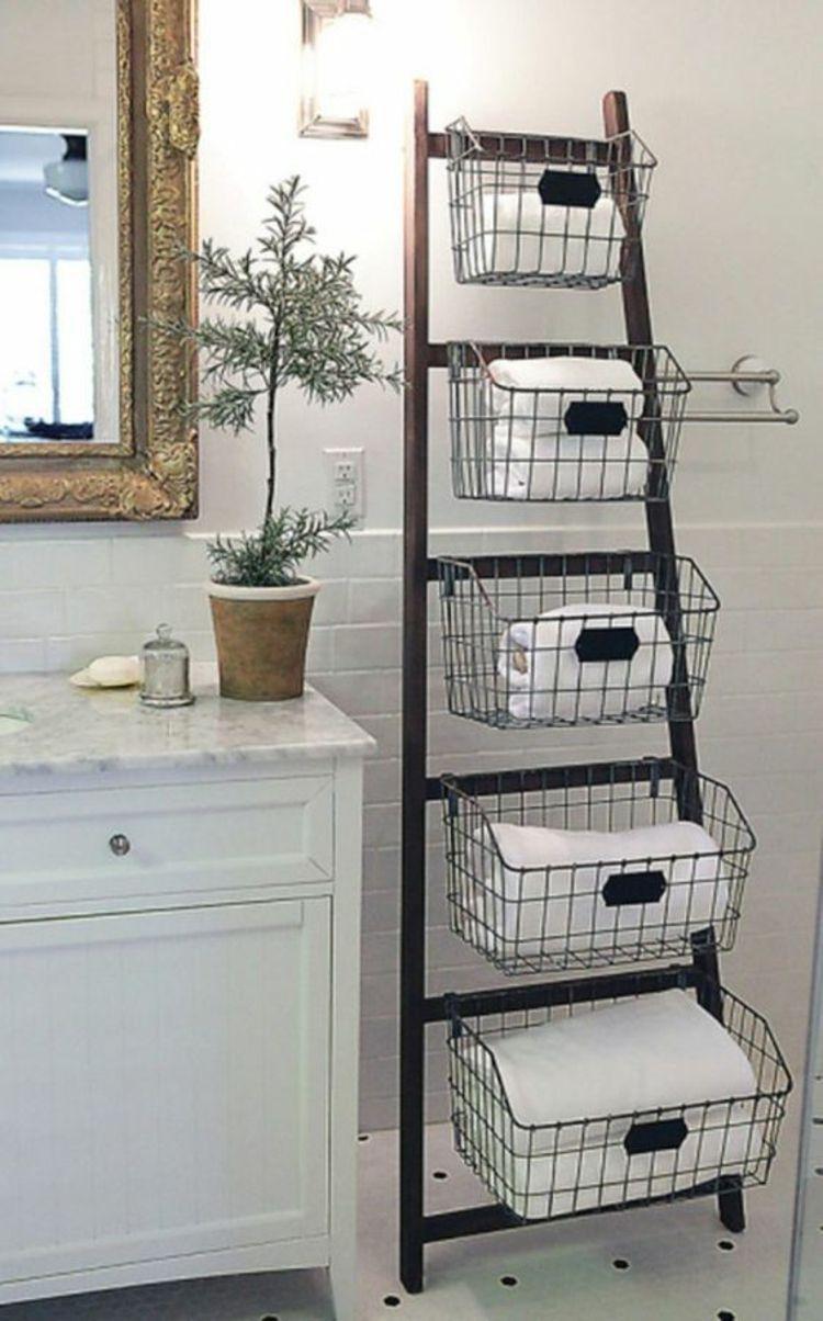 Holzleiter Mit Metallk Rben Im Badezimmer Badm Bel Regal F R Handt Cher Badezimmer Badmobel Badezimm In 2020 Ladder Decor Diy Bathroom Storage Diy Storage Ladder