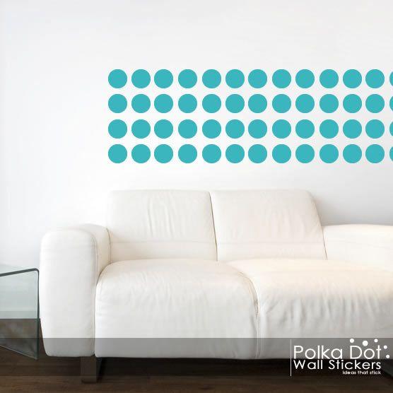 Peler et coller des stickers muraux à pois par PolkaDotWallStickers